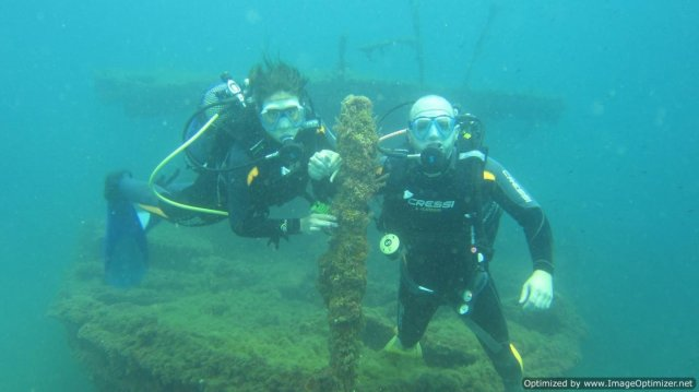 phoca_thumb_l_divers_on_bow_of_CBA-88