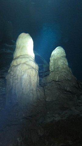 stallegmites_in_cave